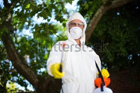 Uomo piedi albero prato lavoro sicurezza Foto d'archivio © wavebreak_media