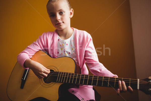 Ragazza giocare chitarra giallo musica bambino Foto d'archivio © wavebreak_media