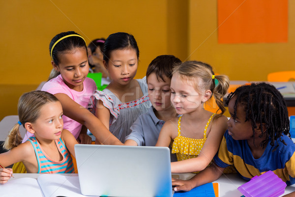 Klasgenoten met behulp van laptop cute kind technologie notebook Stockfoto © wavebreak_media