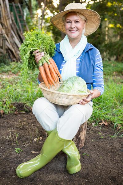 肖像 幸せ 女性 人参 庭園 オーガニック ストックフォト © wavebreak_media