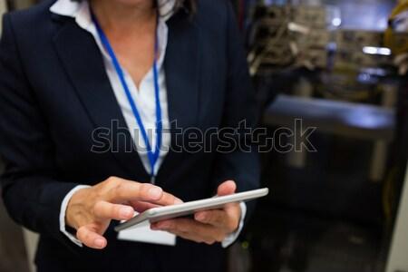 Técnico digital tableta servidor habitación Foto stock © wavebreak_media