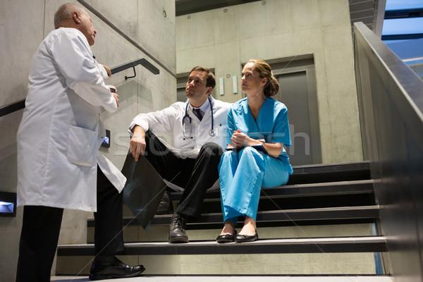 Doktorlar cerrahlar diğer merdiven hastane adam Stok fotoğraf © wavebreak_media