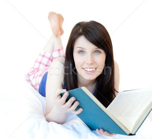 Retrato menina adolescente estudar cama branco mulher Foto stock © wavebreak_media