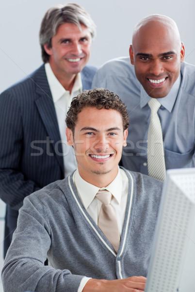 Carismatico business partner lavoro computer ufficio sorriso Foto d'archivio © wavebreak_media