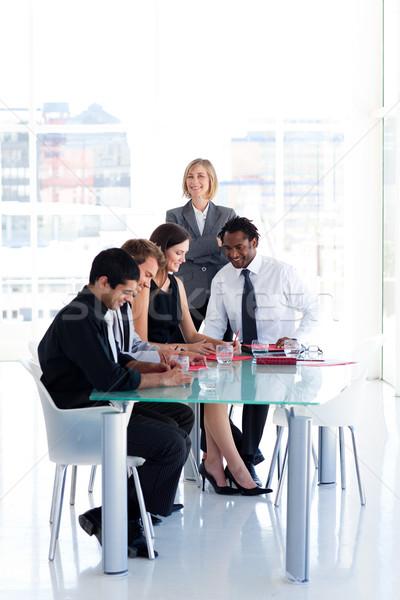 Irányítás csapat megbeszélés női diák asztal Stock fotó © wavebreak_media
