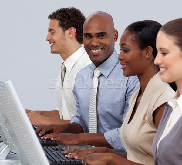 商業照片: 民族 · 商人 · 坐在 · 團隊 · 微笑