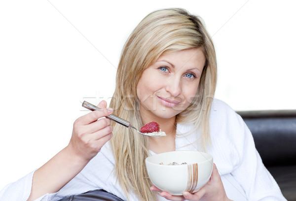 Atrakcyjna kobieta śniadanie biały żywności zdrowia przestrzeni Zdjęcia stock © wavebreak_media