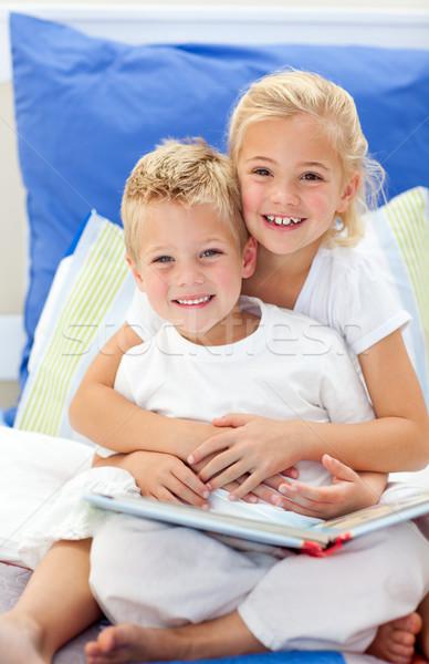 Szőke fivér lánygyermek olvas könyvek ül Stock fotó © wavebreak_media
