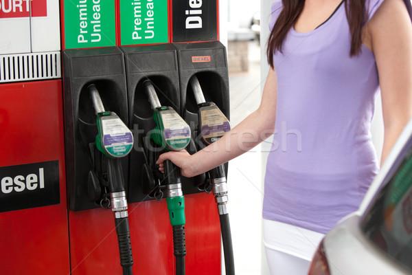 Közelkép fiatal nő megtankol autó benzinkút kéz Stock fotó © wavebreak_media