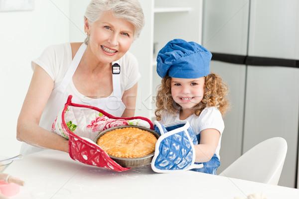 Meisje grootmoeder naar camera home familie Stockfoto © wavebreak_media