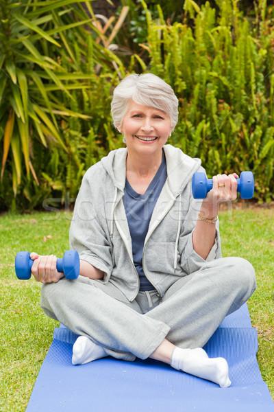 Gepensioneerd vrouw tuin natuur fitness sport Stockfoto © wavebreak_media