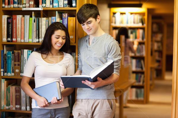 Güzel Öğrenciler okuma kitap kütüphane kitaplar Stok fotoğraf © wavebreak_media