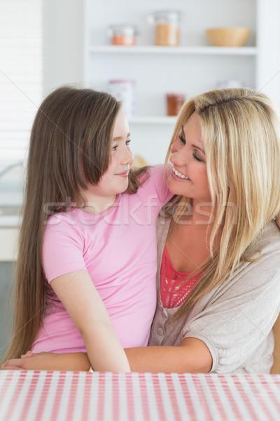 Anya lánygyermek néz egyéb lány ül Stock fotó © wavebreak_media