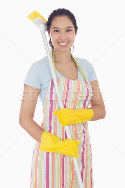 Mujer sonriente amarillo guantes escoba hombro feliz Foto stock © wavebreak_media