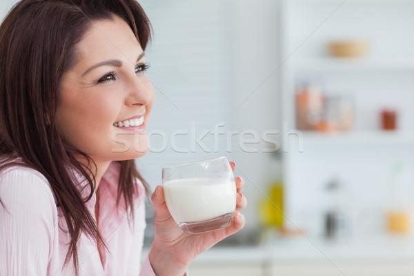 Oldalnézet nő üveg tej fiatal nő konyha Stock fotó © wavebreak_media