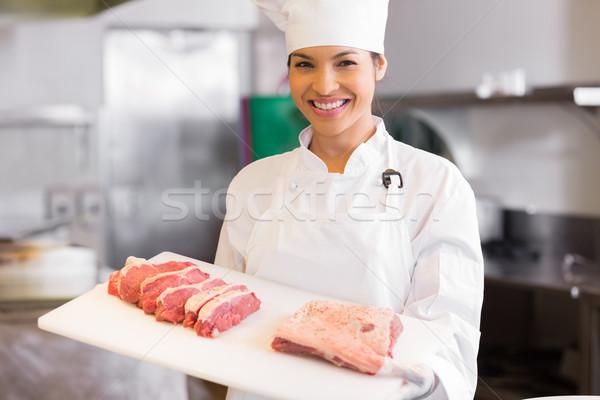 Uśmiechnięty kobiet kucharz taca cięcia Zdjęcia stock © wavebreak_media