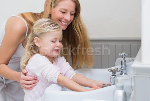 Gelukkig moeder dochter wassen handen home Stockfoto © wavebreak_media