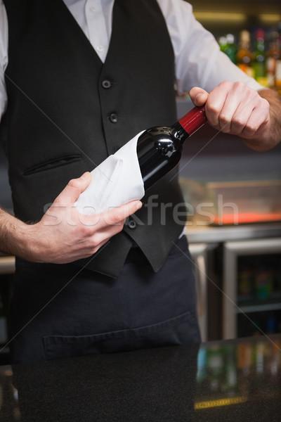 Jóképű pincér nyitás üveg vörösbor bár Stock fotó © wavebreak_media