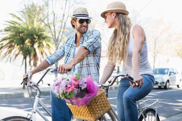 привлекательный пару велосипедов город велосипед Сток-фото © wavebreak_media