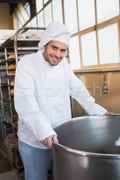 Souriant Baker industrielle mixeur boulangerie Photo stock © wavebreak_media