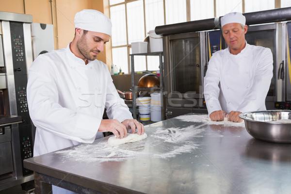 Fókuszált dagasztás pult konyha pékség étterem Stock fotó © wavebreak_media