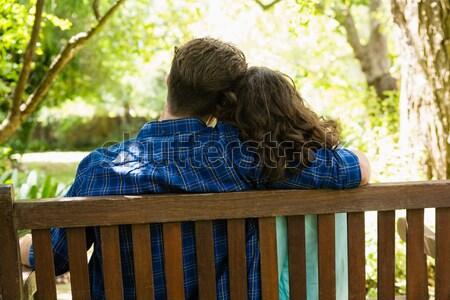 Solitario mujer sesión Pareja parque Foto stock © wavebreak_media