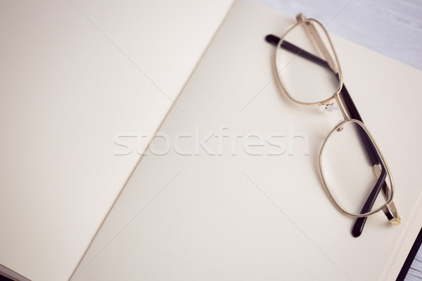 Pusty notatnika okulary do czytania biurko działalności biuro Zdjęcia stock © wavebreak_media