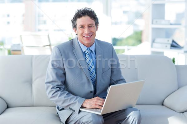 Lächelnd Geschäftsmann mit Laptop Couch Wohnzimmer Business Stock foto © wavebreak_media