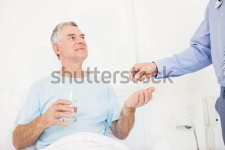 Twee zakenlieden handen schudden kantoor business vrouw Stockfoto © wavebreak_media