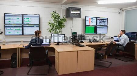 сидят служба работает диагностика большой центр обработки данных Сток-фото © wavebreak_media