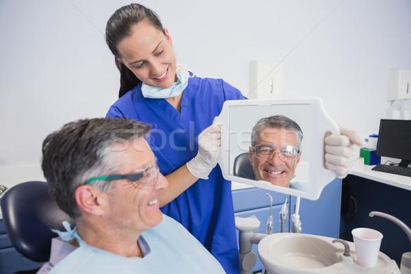Souriant dentiste dents patient miroir Photo stock © wavebreak_media