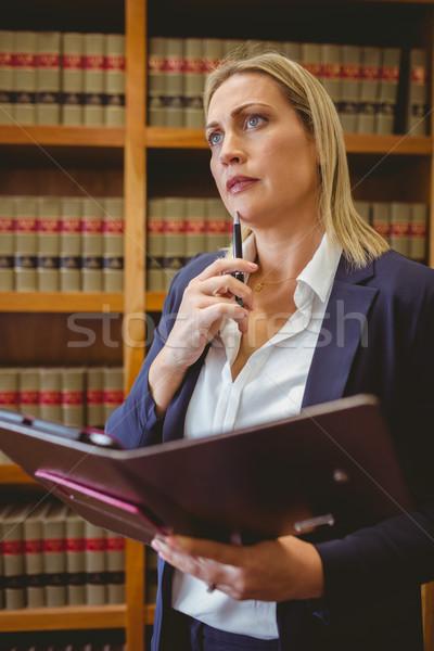 Gondolkodik női könyvtáros tart tankönyv könyvtár Stock fotó © wavebreak_media
