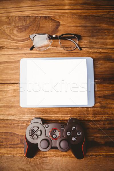 Tableta palanca de mando gafas mesa de madera Foto stock © wavebreak_media