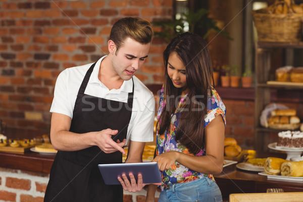 Garson güzel müşteri işaret kahvehane Stok fotoğraf © wavebreak_media