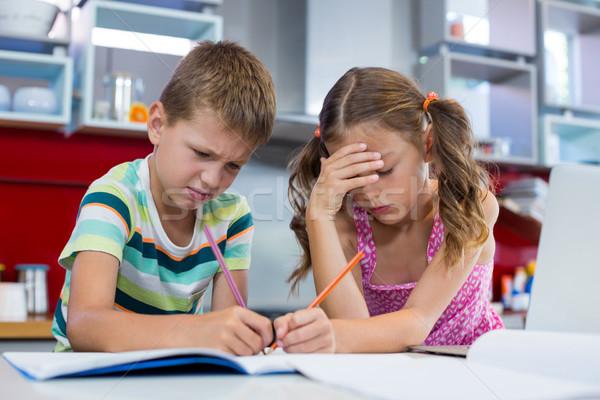 Tenso irmãos lição de casa cozinha casa caneta Foto stock © wavebreak_media
