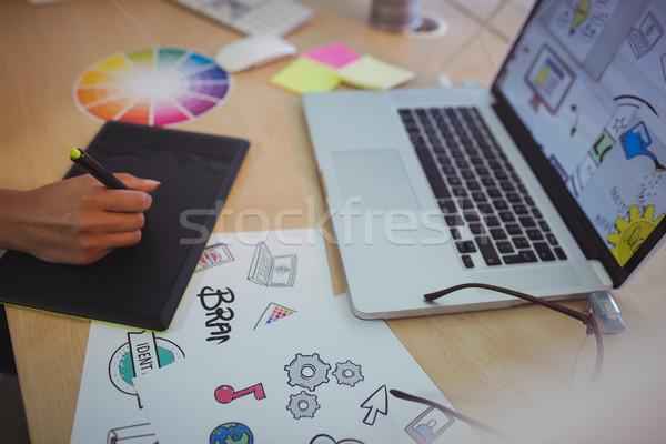 Hand editor laptop bureau kantoor business Stockfoto © wavebreak_media