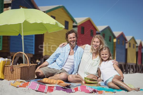 Portré család ül pléd tengerpart napos idő Stock fotó © wavebreak_media