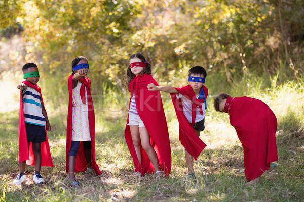 Freunde genießen tragen Kostüm Campingplatz Stock foto © wavebreak_media