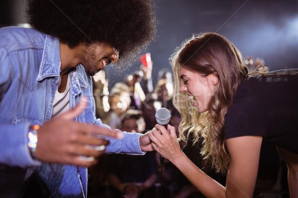 Wesoły kobieta śpiewu mężczyzna piosenkarka nightclub Zdjęcia stock © wavebreak_media