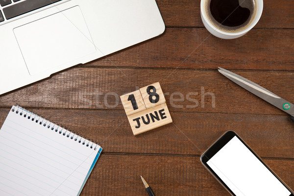 Data xícara de café livro telefone móvel tabela ver Foto stock © wavebreak_media