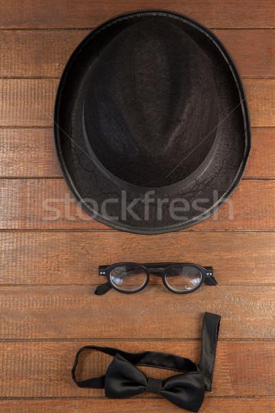Kalap szemüveg csokornyakkendő fából készült közelkép fa Stock fotó © wavebreak_media