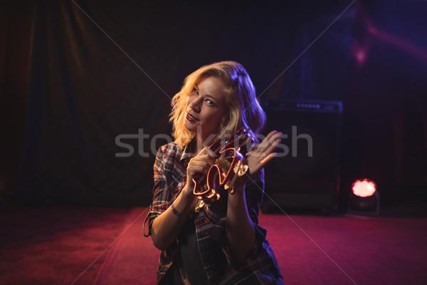 美しい 女性 ミュージシャン 演奏 ナイトクラブ 肖像 ストックフォト © wavebreak_media