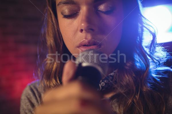 Mooie vrouwelijke zanger concert Stockfoto © wavebreak_media