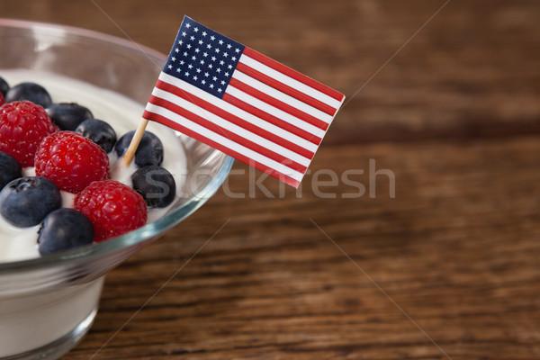 Közelkép gyümölcs fagylalt díszített negyedike fa asztal Stock fotó © wavebreak_media