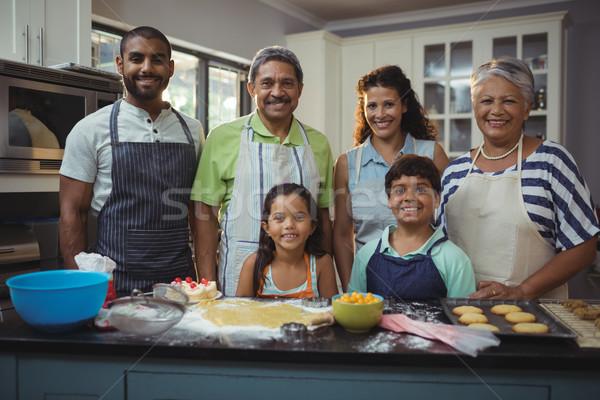 счастливая семья десерта кухне портрет домой девушки Сток-фото © wavebreak_media