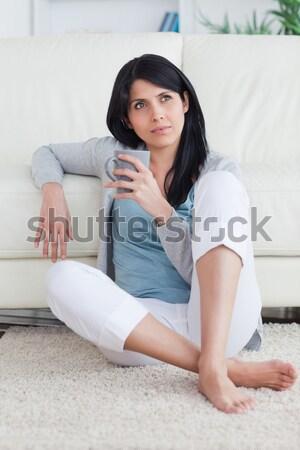 Teljes alakos lány tart távirányító ül ágy Stock fotó © wavebreak_media