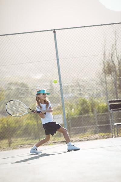 Meisje spelen tennis hek rechter Stockfoto © wavebreak_media