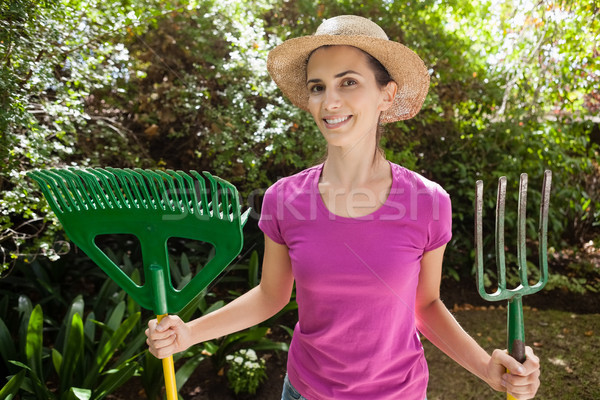 Portrait souriant belle femme jardinage fourche Photo stock © wavebreak_media