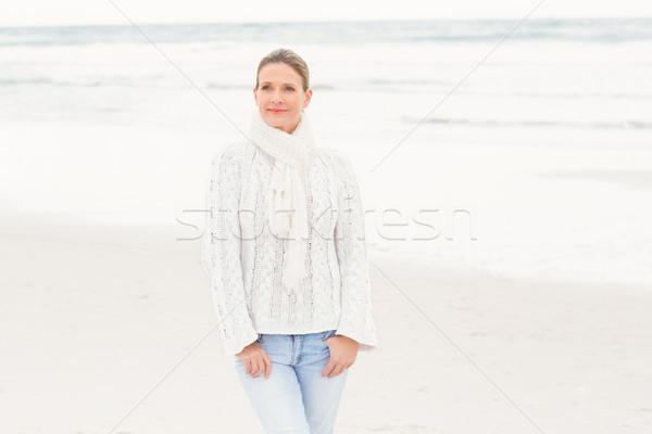 Kadın ayakta kıyı plaj deniz elbise Stok fotoğraf © wavebreak_media