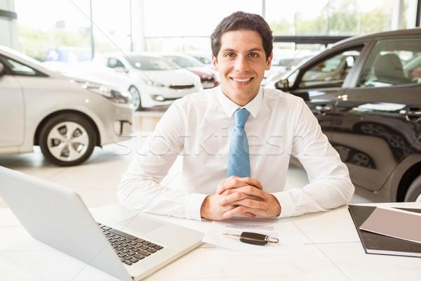 笑みを浮かべて セールスマン 後ろ デスク 新しい車 ショールーム ストックフォト © wavebreak_media